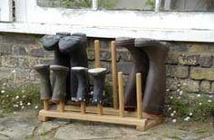 10 Ways to Deal with Slushy Shoes - Organisatie, Keuken en Buiten Baby Shoe Storage, Boot Storage, Bench With Shoe Storage, Storage Room, Small Space Organization, Home Organization, Mud Boots, Rain Boots, Boot Rack