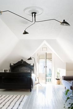 black and white bedroom with a vintage modern mix furnishings photographed by suzanna scott. / sfgirlbybay
