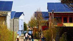 Une « cité solaire » dans le quartier place l'énergie photovoltaïque au cœur de la vie des habitants. (photo : ©FWTM/ Schoenen)