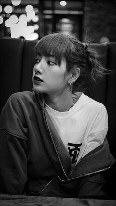 Blackpink Lisa, Jennie Blackpink, Blackpink Poster, Mode Kpop, Lisa Blackpink Wallpaper, Kim Jisoo, Black Pink Kpop, Blackpink Photos, Blackpink Fashion