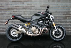 ESSENTIALLY MONSTER. A bold and essential form shaped by a unique history, combined with the unmistakable Ducati roar released from the 112 hp Testastretta 11° engine, are hallmarks of the Monster 821. Trellis frame, Riding Modes, and the Ducati Safety Pack are the elements that bring you unprecedented riding pleasure. Monster 821. Designed according to …
