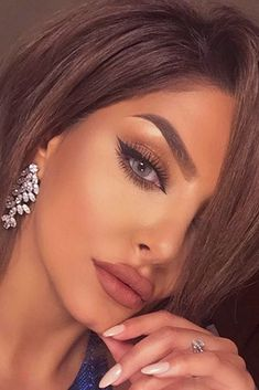 45 perfekte Cat Eye Make-up-Ideen, um sexy auszusehen- Cat Eye Make-up wird ni… 45 Perfect Cat Eye Makeup Ideas to Look Sexy – Cat Eye Makeup Will Never Lose in Popularity – Many make-up artists would agree with this statement. Eye Makeup Tips, Smokey Eye Makeup, Winged Eyeliner, Applying Eyeliner, Makeup Products, Sexy Eye Makeup, Sexy Wedding Makeup, Makeup Brush, Makeup Remover