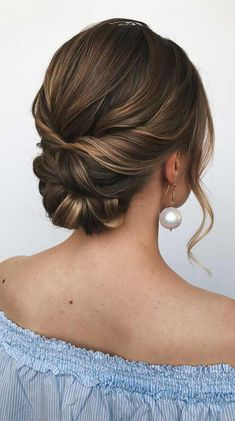 100 Best Wedding Hairstyles Updo For Every Length Looking for the latest hair do? Whether you want to add more edge or elegance – Updo hairstyles can easily make you look sassy and elegant. Hairdo Wedding, Wedding Hair Down, Wedding Hair Pieces, Wedding Hair And Makeup, Bridal Updo, Simple Wedding Updo, Bridal Hair Updo Elegant, Bridesmaid Hair Updo Elegant, Diy Bridal Hair