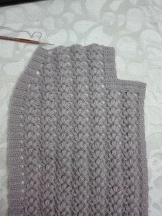 Tığ işi kolay yelek Baby Knitting Patterns, Crochet Patterns, Moda Emo, Knitted Hats, Crochet Top, Diy And Crafts, Sweaters, Vest, Fashion