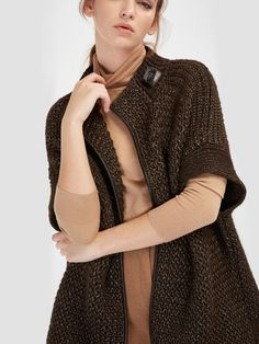 The latest fashion trends in the Massimo Dutti Fall/Winter Collection 2017 online. Discover exclusive clothes, shoes and accessories for women and men. Blazers, Capes & Ponchos, Spring Summer 2018, Long Cardigan, Winter Collection, Cardigans For Women, Get Dressed, Fall Winter, Winter 2017
