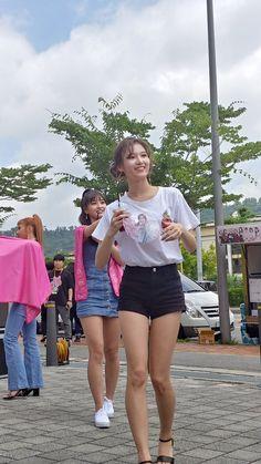 Like Beauty Life fo Keep Cover My Girl, Cool Girl, Cute Girls, Blackpink Fashion, Korean Fashion, South Korean Girls, Korean Girl Groups, Sana Cute, Sana Momo
