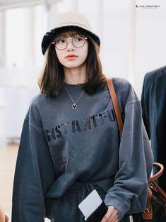 October 31 2019 at fashion-inspo Kim Jennie, South Korean Girls, Korean Girl Groups, Lisa Black Pink, Rapper, Blackpink Photos, Blackpink Fashion, Fashion Clothes, Fashion Women