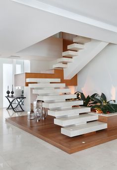 Interior staircase without railings Home Stairs Design, Interior Staircase, Home Room Design, Home Interior Design, Village House Design, House Front Design, Small House Design, Modern House Design, House Construction Plan