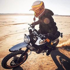 THIS IS DESERT SLED. ✌️️ #scramblerducati #newtoy #newscrambler #newmodel #ducati #scrambler #desertsled #motorcycle #bike #scramblertime #thinkscrambler❌  from @seanmacd