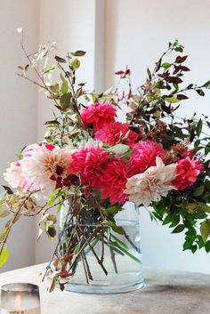 Floral arrangement from an NYC apartment Flora Flowers, Fresh Flowers, Beautiful Flowers, Happy Flowers, Pink Flowers, Floral Centerpieces, Floral Arrangements, Flower Shower, Floral Bouquets