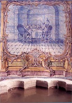A REUNIÃO DOS CONJURADOS - Painel de azulejos de finais do séc. XVII representando a reunião dos Conjurados. A reunião ocorrida a 12 de Outubro de 1640, decorreu no Palácio dos Almada em Lisboa, onde hoje está sediada a Sociedade Histórica da Independência de Portugal, em cujo Jardim se encontra o painel de azulejos.