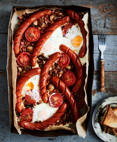 Englantilainen aamiaispaistos | Liha, Aamiaiset | Soppa365 Paella, Healthy Recipes, Ethnic Recipes, Food, Healthy Eating Recipes, Healthy Diet Recipes, Meals, Healthy Cooking Recipes, Health Recipes