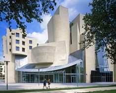 Gehry's building along Paris's rue de Bercy opened in 1994 as the headquarters of the American Center of Paris, but closed a year and a half later. In 2005 it became home to the Cinémathèque Française, a theater and archive of film history.
