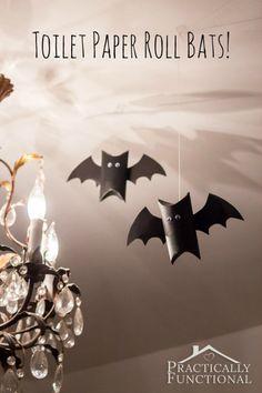 Prepara tu casa para halloween con esta idea. Murciélagos hechos de rollos de papel. Lo que necesitas:  - Rollos de papel  - Pintura negra - Cartulina negra - Ojos de mentiras (hechos por tí o comprados en una tienda) - Pegamento -Tijeras Las instrucciones completas (en Inglés) las puedes encontrar acá