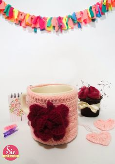 Flower cup ♥ Arts And Crafts, Birthday Cake, Flowers, Friends Day, Favors, Mugs, Birthday Cakes, Gift Crafts, Florals