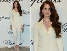 #LanaDelRay working white on white Moschino and 18k white gold accessories at the Trophée #Chopard event in #Cannes.