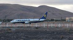 Canary Islands Spotting....Spotter: Ryanair EI-EFZ Boeing 737 Landing in Fuerteventura...