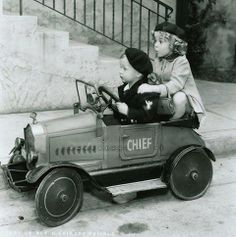 An adorable gallery of young drivers and their pedal cars. A tribute to the mothers of little auto enthusiasts across the nation! Vintage Children Photos, Vintage Pictures, Old Pictures, Old Photos, Shirley Temple, Pedal Cars, Vintage Hollywood, Vintage Photographs, Belle Photo