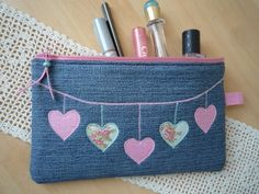 """Newest Cost-Free Pouch, pencil case, """"Jeans, hearts"""" by Lisas Geschenkfundgrube on DaWandafrom Ideas I enjoy Jeans ! And a lot more I want to sew my own personal Jeans. Next Jeans Sew Along I'm goi Denim Tote Bags, Denim Purse, Pencil Bags, Pencil Pouch, Denim Crafts, Diy Handbag, Sewing Leather, Recycled Denim, Patchwork Bags"""
