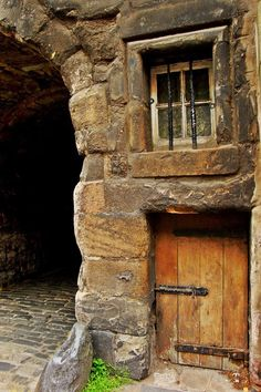 Door and Window, Edinburgh, Scotland | Amazing Pictures - Amazing Pictures, Images, Photography from Travels All Aronud the World   ..rh