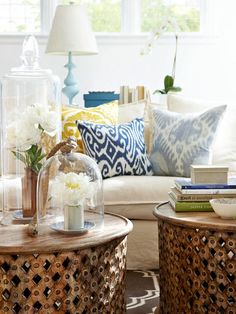I love the contrast of cool blues and sunny yellows against the neutral furnishings of this cottage living space | via BHG.com