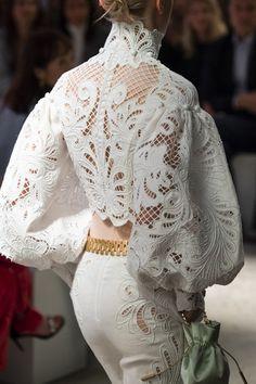 Zimmerman at New York Fashion Week Spring 2020 - Details Runway Photos Source by tatijanakokshar de moda New York Fashion, Trend Fashion, Fashion Weeks, Fashion 2020, Look Fashion, Fashion Details, Runway Fashion, Spring Fashion, Womens Fashion
