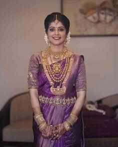 Bride: Dr Smera Ramakrishnan Maquillage: Sajith et Sujith Photo courtoisie: Magic Motion Media ---------------------------------- ------------- . South Indian Wedding Saree, Indian Bridal Sarees, Indian Bridal Outfits, Wedding Silk Saree, Indian Bridal Fashion, South Indian Bride, South Indian Sarees, Indian Groom, Punjabi Wedding