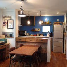oldwoodさんの、キッチン,ダイニングテーブル,ヴィンテージ,青い壁,TRUCKポスター,RC愛知,塩系インテリアの会,のお部屋写真