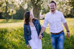 couple, couplelove, paarshooting, photography, outdoorsession, in love, happy and confident, be happy, photographer austria, austrian photographer, sabine wieser fotografie, mostviertel, fotograf amstetten, pear blossom, birnbaumblüte