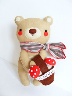 PDF pattern  Teddy bear with basket of toadstools  par iManuFatti