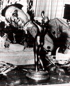 Bugsy Siegel was shot in the eye as he read the newspaper in the living room of his girlfriend Virginia Hill's house in Beverly Hills.