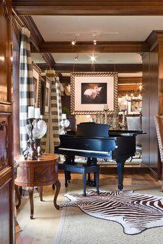mirrored wall in small piano room-I could compose in here! Grand Piano Room, Piano Room Decor, Piano Living Rooms, Living Room Decor, Living Spaces, Baby Grand Pianos, Black And White Interior, Interior Decorating, Interior Design