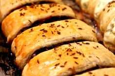 pateuri cu ciuperci Bacon, Curry, Bread, Fruit, Food, Curries, Brot, Essen, Baking