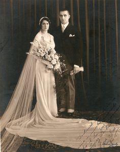 Bodas 1920's // 1920's wedding He encontrado esta esplendida foto de boda de 1920 y me encuentro con una firma idéntica a la de mi abuelo :) Momento flashback total!!! #bodavintage #fotografiadeboda