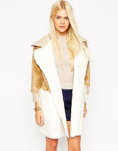 This coat is all kinds of wonderful and 100% needs to be on my back this winter.