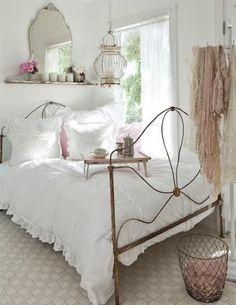 Antique Iron Bed - www.farmhouse-styles.com