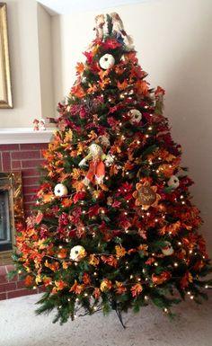 Idea: Do christmas tree w/ fall decor, make fall ornaments that say what you're thankful for Fall Christmas Tree, Thanksgiving Tree, Thanksgiving Traditions, Holiday Tree, Holiday Decor, Thanksgiving Recipes, Thanksgiving Cocktails, Thanksgiving Games, Thanksgiving Fashion