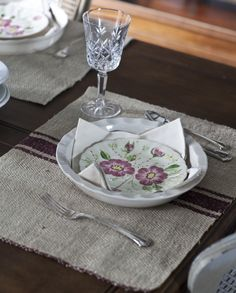 grain sack placemat with strpe, but I prefer blue, either dark blue or light blue