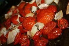 Slow Roasted Tomatoes - Great base for sauce.How to slow roast and revive even less than stellar tomatoes using your stove. Use them as a condiment, on sandwiches. Fresh Tomato Soup, Fresh Tomato Recipes, Vegetable Recipes, Oven Roasted Tomatoes, Deep South Dish, Summer Tomato, Vegetable Sides, Southern Recipes, So Little Time
