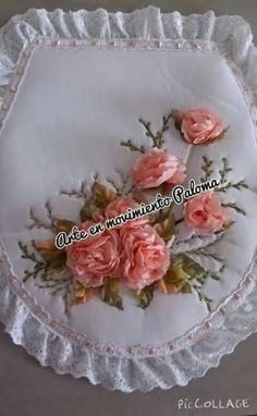 This Pin was discovered by Sev Diy Crafts Crochet, Diy And Crafts, Fun Projects, Sewing Projects, Embroidery Bags, Brazilian Embroidery, Silk Ribbon, Sewing Techniques, Embroidered Flowers