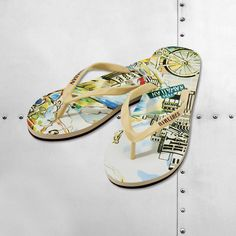 This woman's slipper was designedexclusivelyfor Hawaiian Airlines by local graphic artist Noelle Enright. The comfortable wedge slipper features the Hawaii