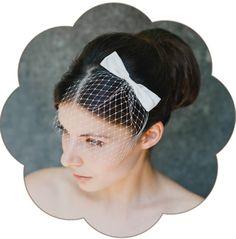 Haarschmuck & Kopfputz - Jennifer Fascinator Schleife Seide Braut - ein Designerstück von Schoenmich-Accessoires bei DaWanda