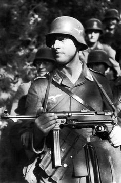 Member of a Luftwaffe field Division with Mp40.