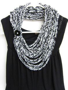 sciarpa all'uncinetto catena Sciarpa - sciarpa collana - infinito - bianco e nero - fatti a mano da RockinLola