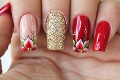 Pedicure Rojo Con Dorado New Ideas Cute Spring Nails, Summer Toe Nails, Nail Art Designs Videos, Red Nail Designs, Simple Pedicure Designs, Shellac Pedicure, Nagel Bling, Hot Nails, Bling Nails