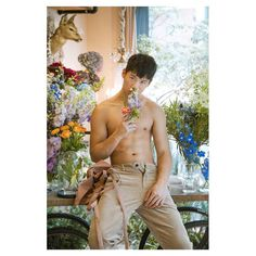 ▷ @xxdaniel - XXDanieL Pro Photographer - 最近的白天有點熱 但有花香四溢也夠幸福了 買花買聖誕樹請找 @chengchangfan #XXDANIE Fan, Suits, Instagram, Fashion, Moda, Fashion Styles, Suit, Hand Fan, Wedding Suits
