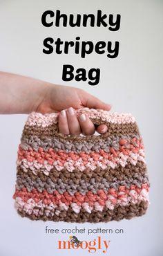 Chunky Stripey Bag - FREE crochet pattern on Mooglyblog.com!  ༺✿ƬⱤღ✿༻