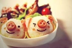 This little piggy went to market.and ended up in this fun Bento Box! What a neat way to introduce kids to the world of sushi! Cute Food, Good Food, Yummy Food, Cute Bento, Think Food, Weird Food, Crazy Food, Food Humor, Creative Food