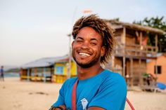Take kitelessons in the perfcet location with flat and shallow water, so you can learn faster than other places and get on the board to enjoy the thirll of kitesurfing on the water.Learn a new skill in perfcet conditions! Best Kiteboarding, Kitesurfing, Bungalow On The Beach, Kite School, Beach Accommodation, Twin Tips, Learn Faster, Beach Bungalows, Paradise Island