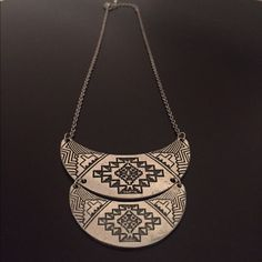 Tribal necklace Great condition-only worn once Jewelry Necklaces